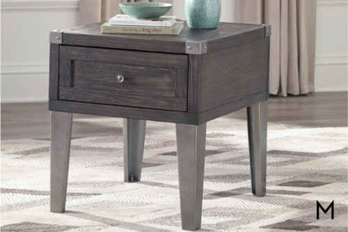 Todoe End Table with 2 Electrical Outlets