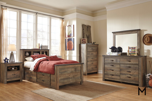Quinden 7 Drawer Dresser in Dark Brown with a Vintage Finish